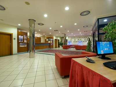 Ramada Airport Hotel Prague**** - PC corner at the reception