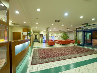 Ramada Airport Hotel Prague**** - reception, lobby