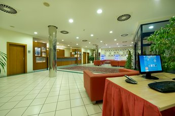 Ramada Airport Hotel Prague**** - PC-Ecke an der Rezeption