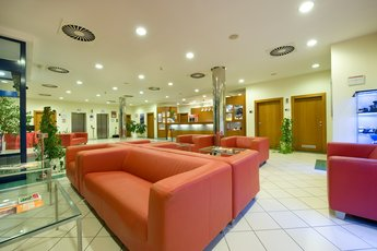 Ramada Airport Hotel Prague**** - лобби