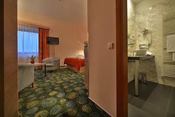 Ramada Airport Hotel Prague**** - апартамент категории Junior suite Superior